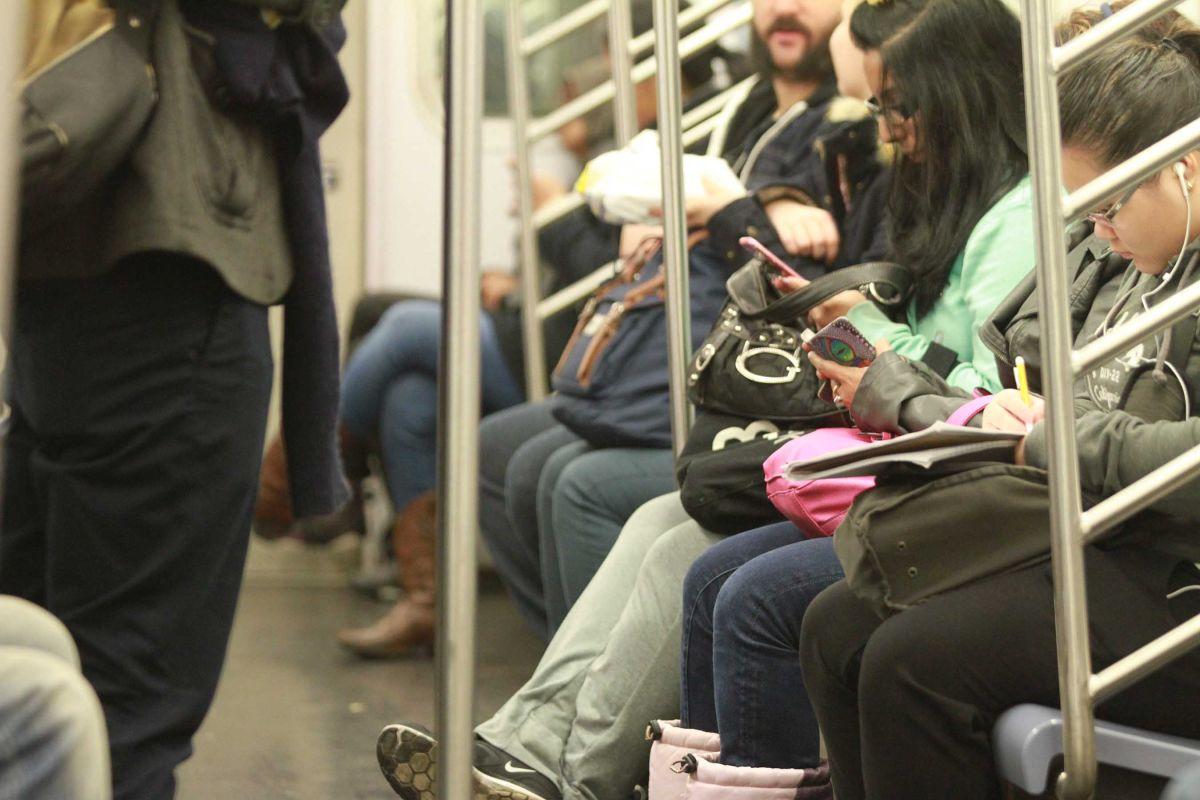 Mandar fotos de penes es la nueva forma de acoso sexual en el Subway