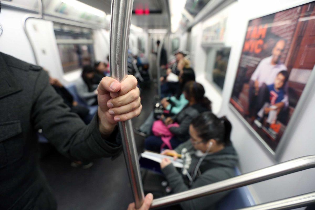 Apuñalan en la cabeza a dos pasajeros a bordo del tren C