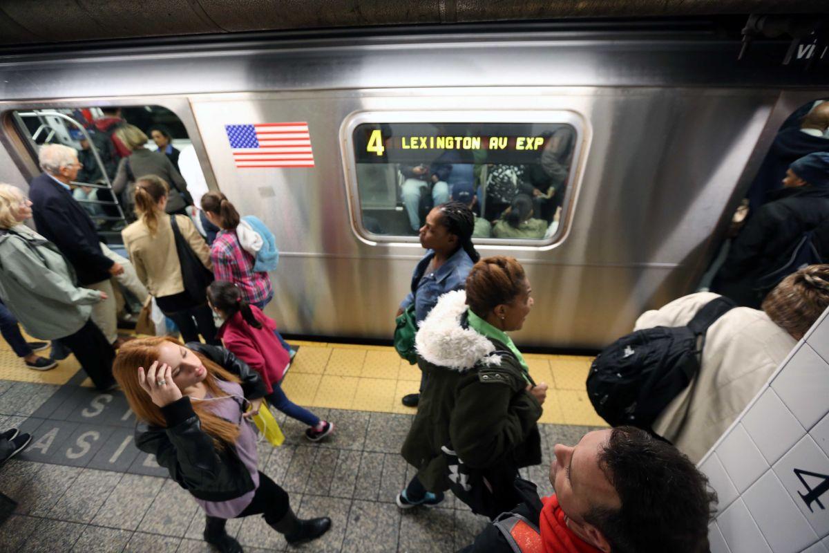 Aumentan retrasos en el metro por pasajeros enfermos