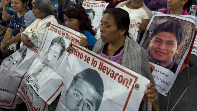 Aplaza ministro reunión con padres de los 43 jóvenes desaparecidos de Ayotzinapa