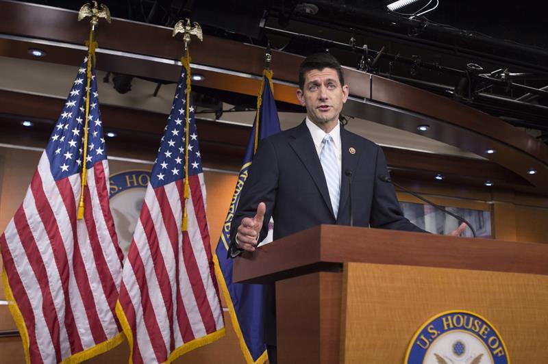 Paul Ryan defiende vida familiar pero se opone a medidas pro-familia
