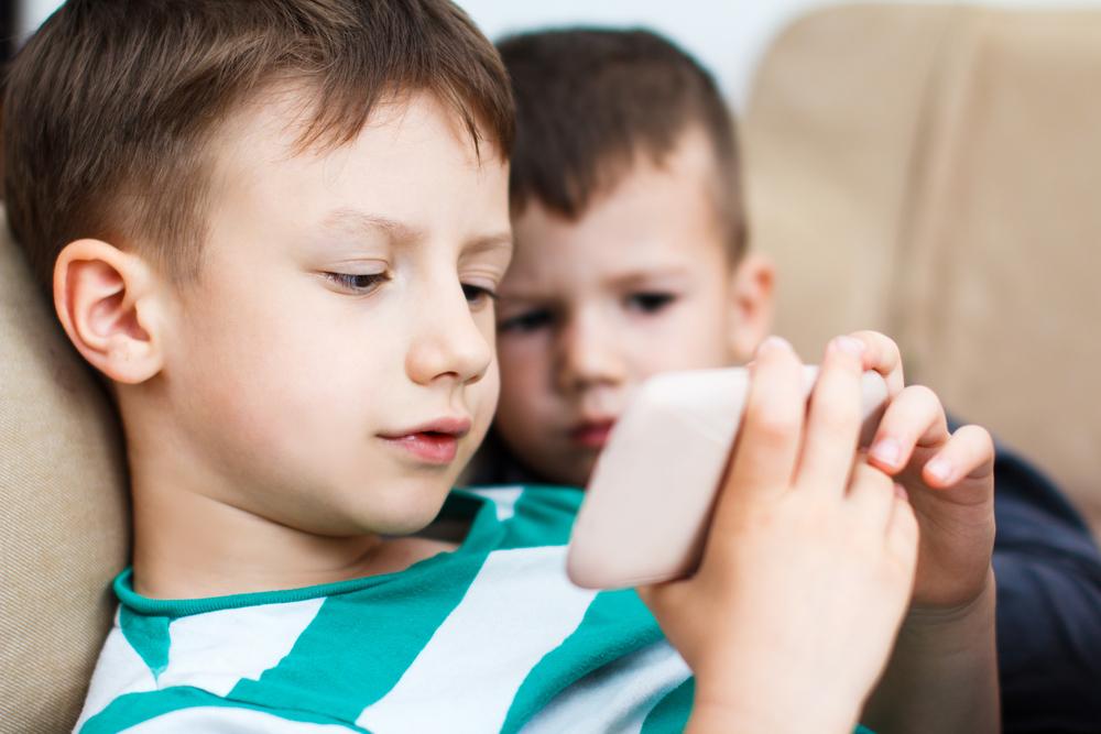 Cuatro consejos de seguridad para los celulares de tus hijos