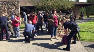 Obama sigue de cerca tiroteo que dejó al menos siete muertos en Oregon