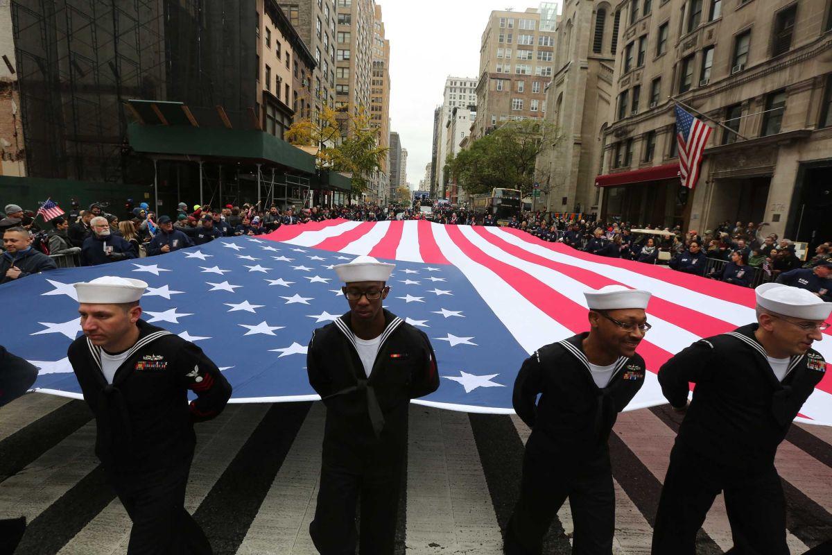 Veteranos de guerra son honrados en la Quinta Avenida