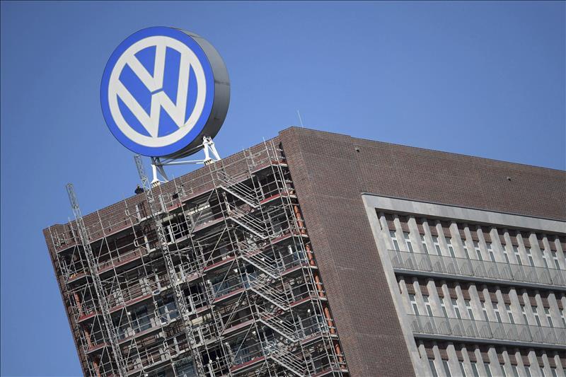 Empleados y directivos de VW discuten el futuro de la automotriz