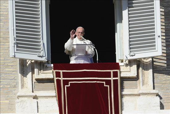El papa Francisco pide por la paz y prosperidad de África
