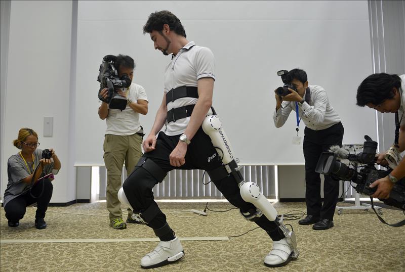 Estas piernas robóticas ayudan a pacientes a caminar