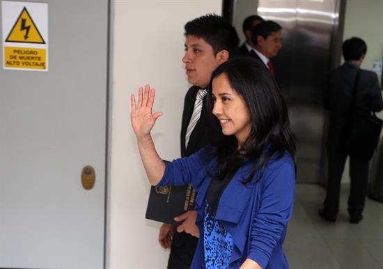 ¿Por qué no cesan investigaciones contra la primera dama de Perú?