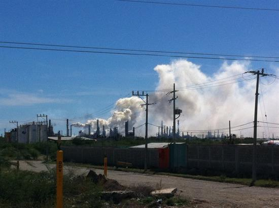 Incendio en refinería en Oaxaca, deja ocho heridos