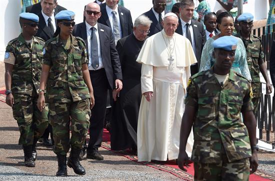 """Presidenta centroafricana pide """"perdón"""" ante el Papa por violencia en su país"""