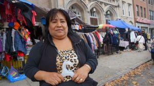 Mujeres latinas hacen negocio de lo usado en Brooklyn