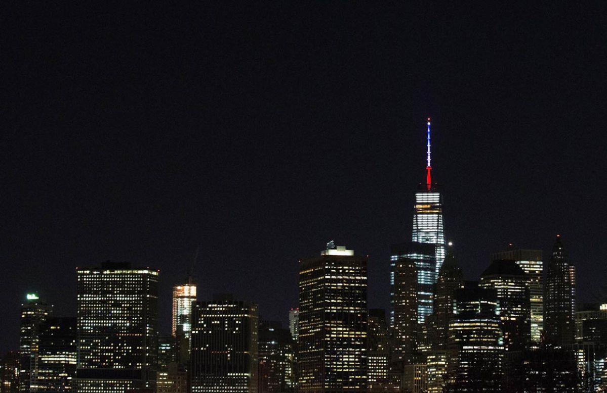 One World Trade Center luce colores de bandera francesa en homenaje a París