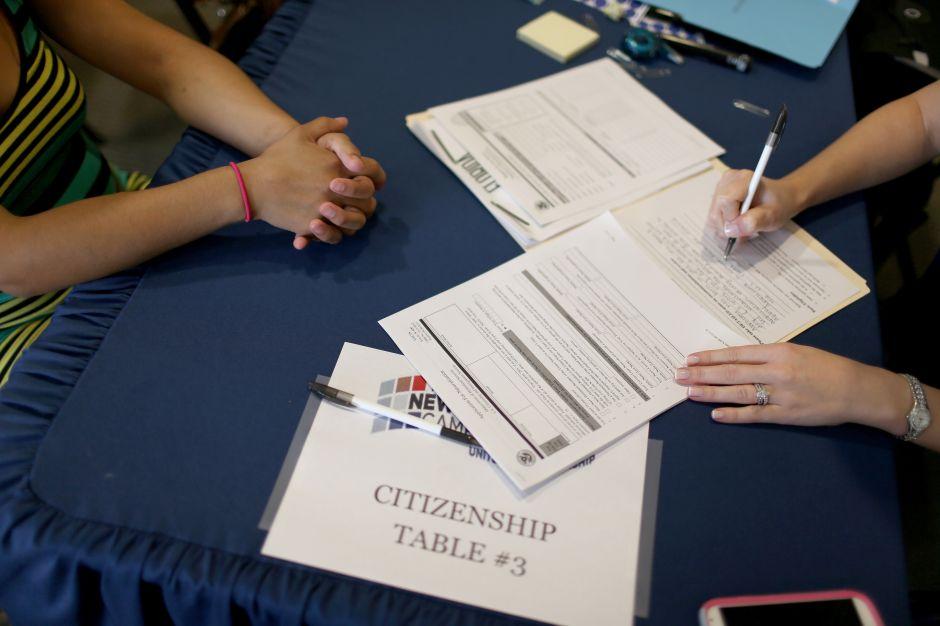 Activan línea de ayuda contra el fraude a inmigrantes