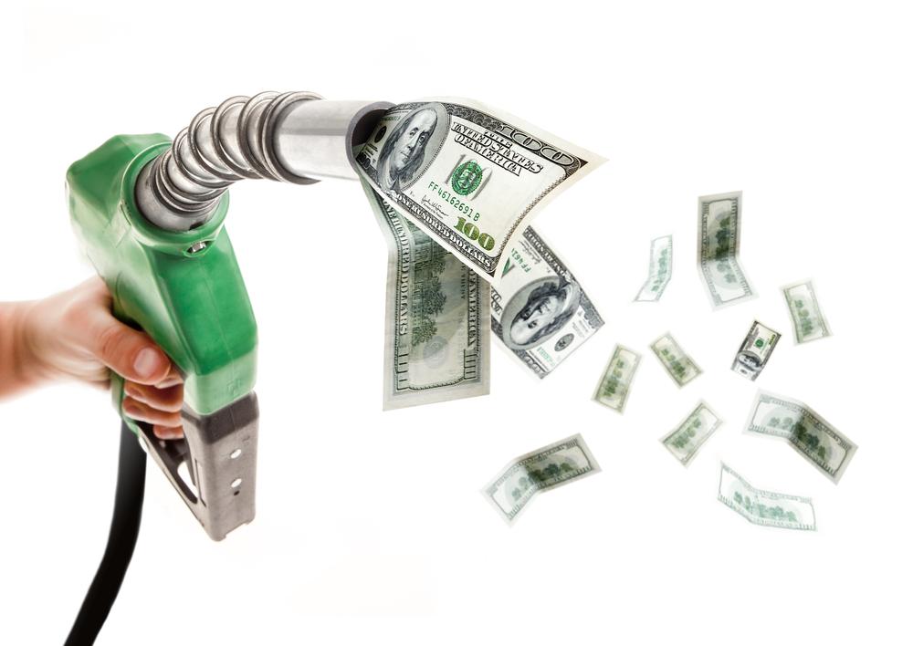 Si la gasolina está más barata, compramos autos que gastan más