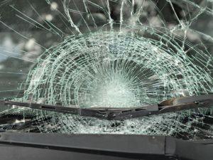 Joven roba camioneta y provoca accidente en Brooklyn