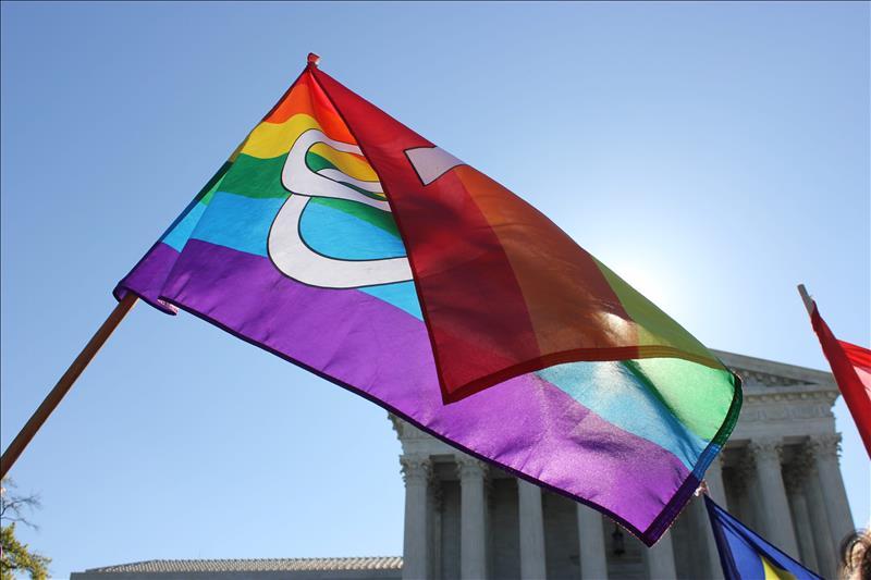 Hispanos homosexuales se contagian más de VIH