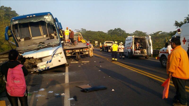 Choque te bus en Veracruz deja 12 muertos