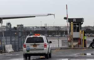 Robo millonario de artículos de lujo en aduana del aeropuerto JFK de Nueva York: seis acusados
