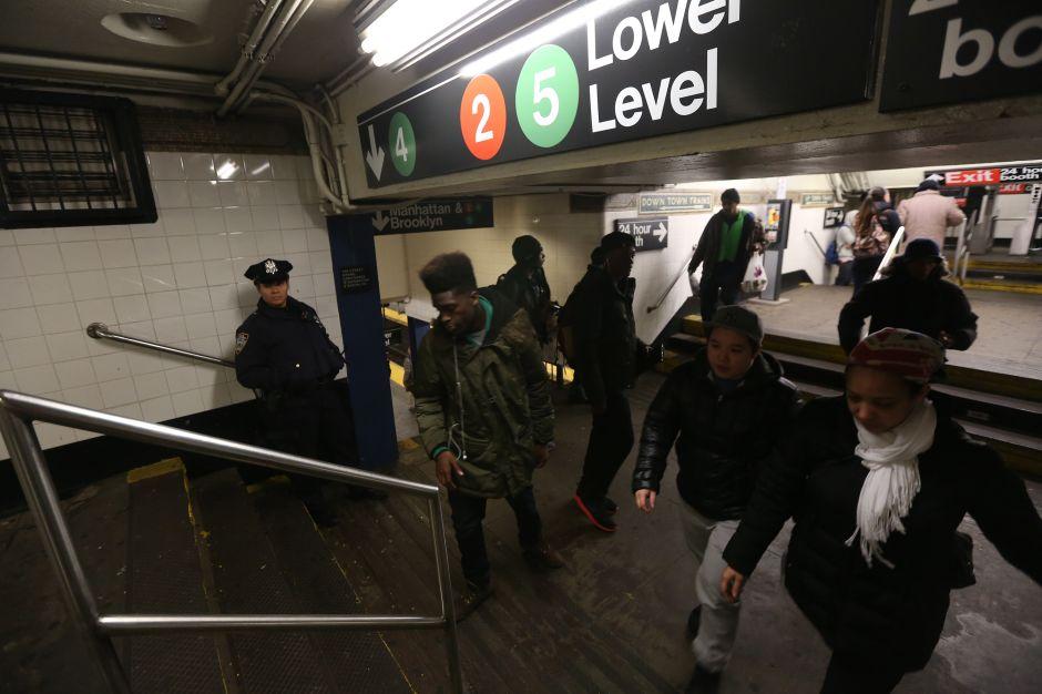 Joven latino arrestado por apuñalar a conductor del Metro en El Bronx