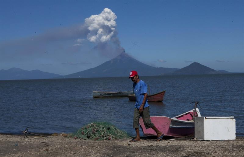 Tras 110 años, el volcán Momotombo entra en erupción en Nicaragua