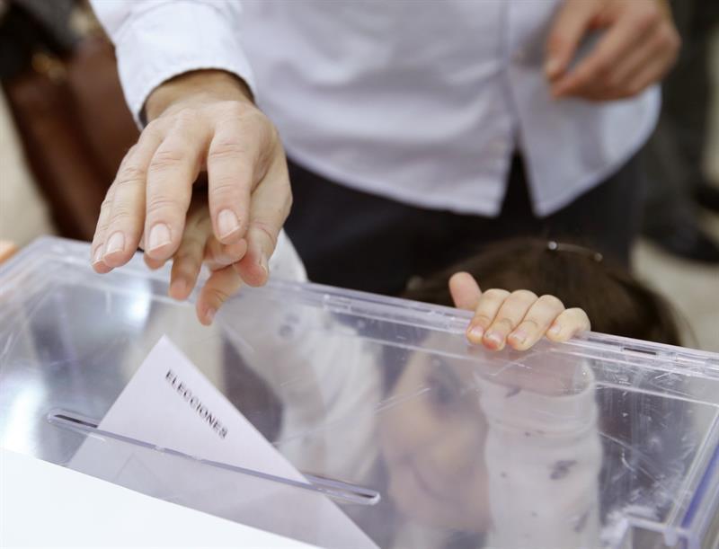 Colegios electorales abren en España en jornada reñida