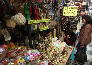 Amuletos y veladoras, regalos mexicanos llenos de magia para el nuevo año