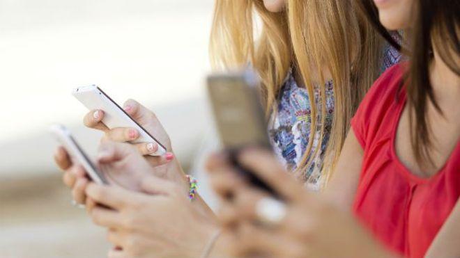 Los problemas de poner un punto al final en tus mensajes de texto o WhastApp