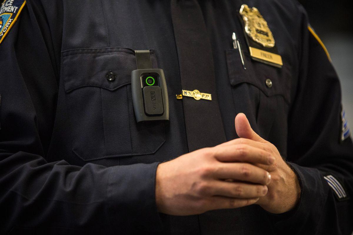 NYPD publica reglas para usar las cámaras corporales