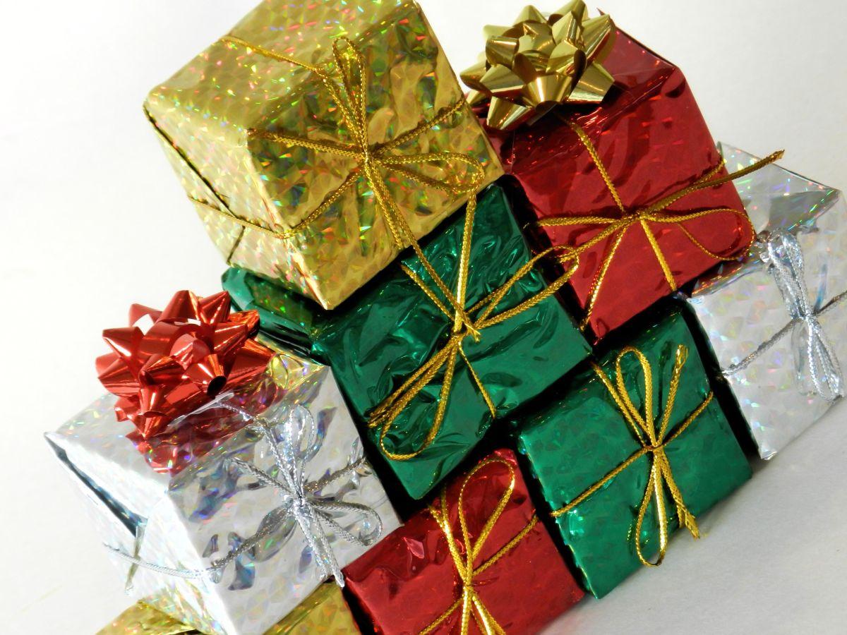 Hispano roba regalos de Navidad en hogares de Queens