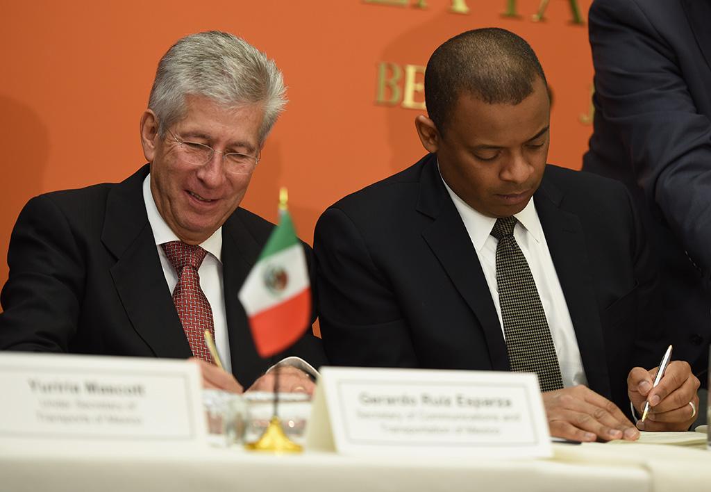 EEUU y México sellan convenio bilateral sobre transporte aéreo