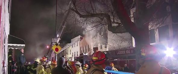 Incendio en Williamsburg cobra la vida de dos personas