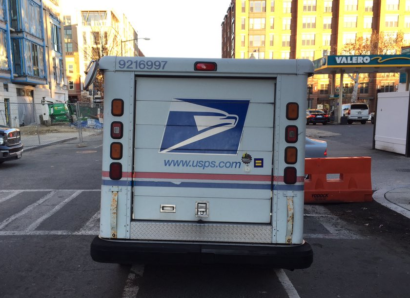 Arrestan a empleado postal por tráfico de marihuana en Queens