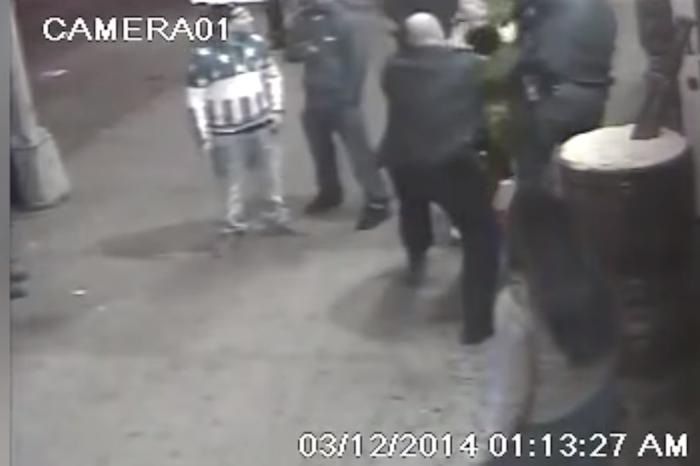 "Policía enfrenta cargos por arresto ""irregular"" de joven (video)"