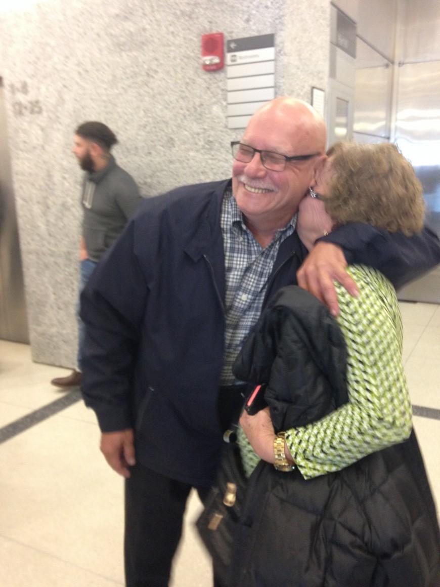 Declaran no culpables a tres hispanos acusados de provocar fuego en 1980