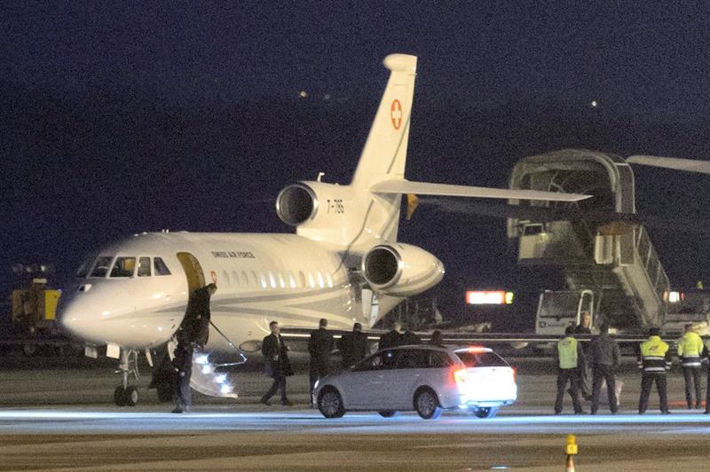 Llegan a base de EEUU en Alemania, los tres estadounidenses liberados por Irán
