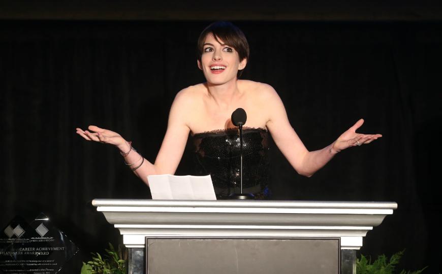 Anne Hathaway estropea la exclusiva a unos paparazzi