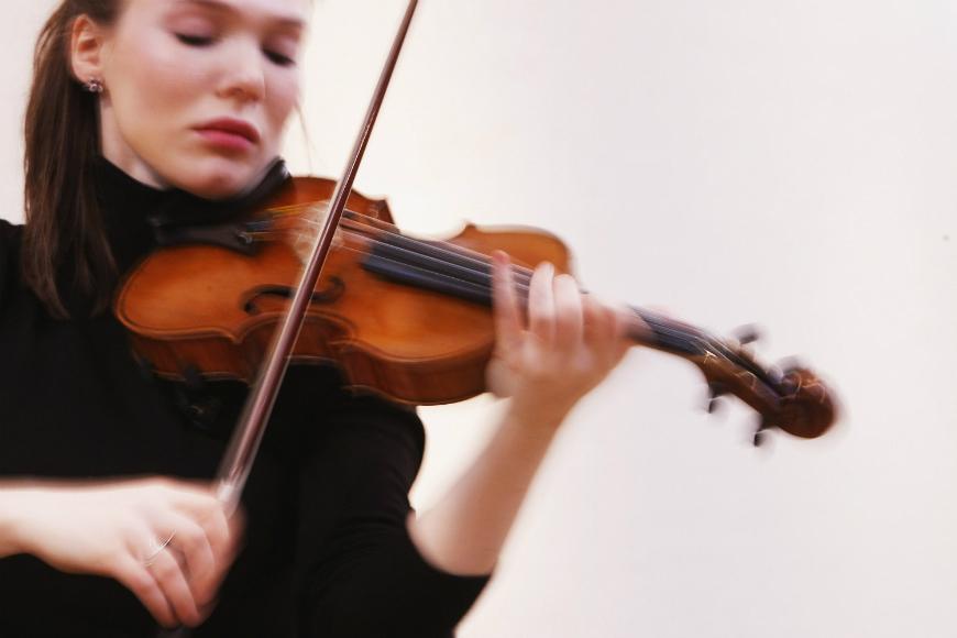 Violinista olvida Stradivarius de más de 2,4 millones en un tren