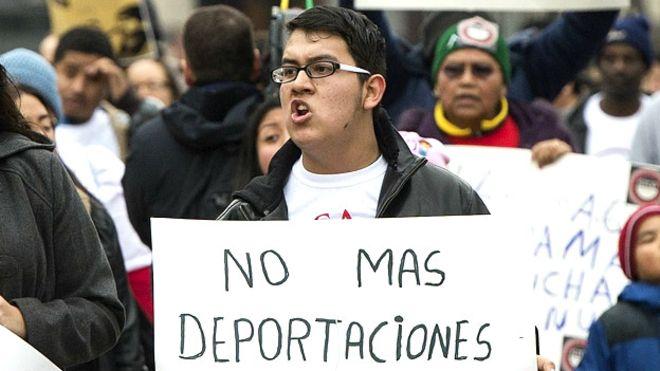 La tarjeta con la que los latinos se defienden de las redadas de ICE en EEUU