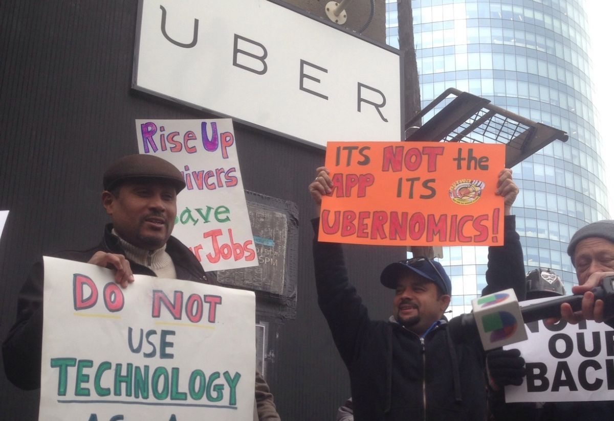 Última movida de Uber vuelve a encender guerra de taxis en NYC