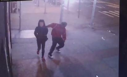 Liberan por error a hombre que acuchilló a dos mujeres en NYC