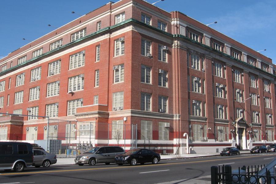 Investigan tiroteo después de jornada escolar en Brooklyn
