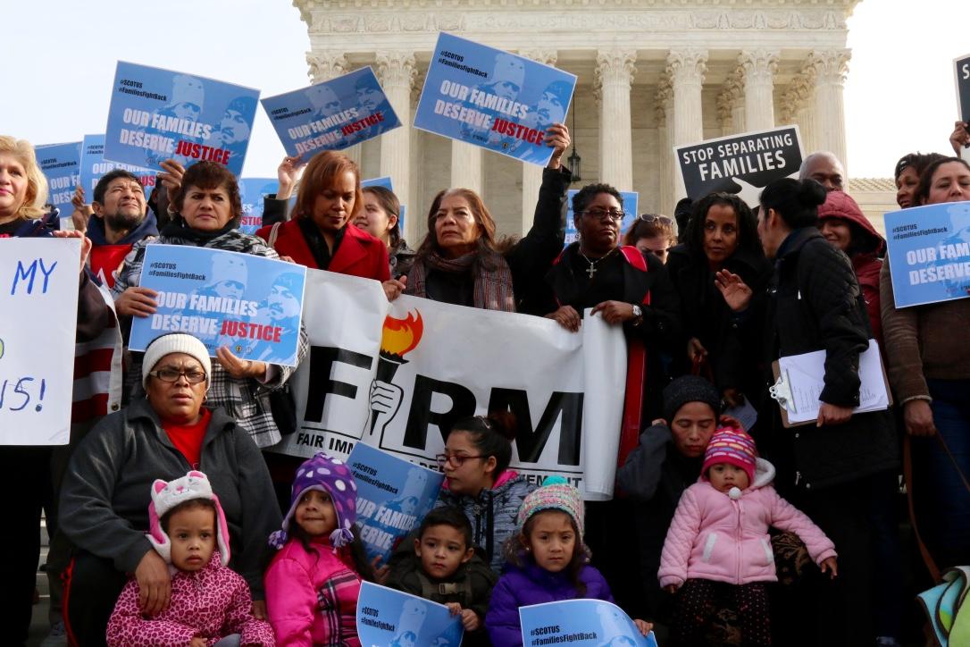 Activistas proinmigrantes piden que Tribunal Supremo respalde alivios migratorios