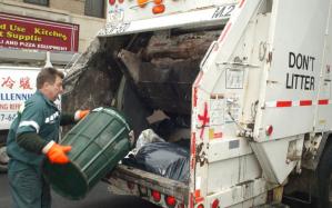 Comienzan a recoger la basura luego de la tormenta