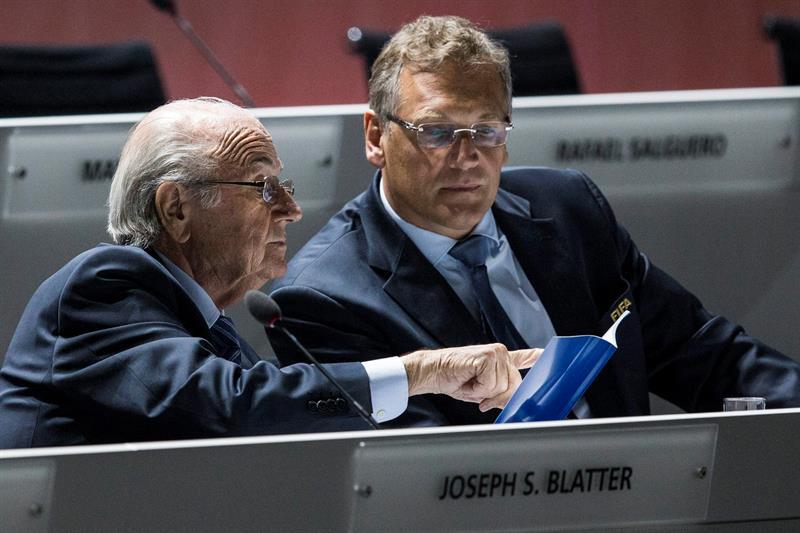 Blatter y Valcke, proscritos por la FIFA.