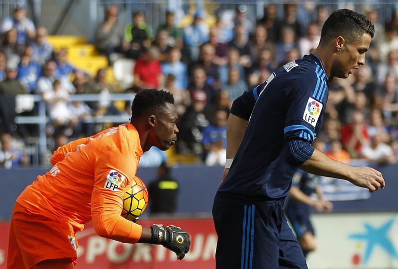 Kameni y Cristiano tras la falla del segundo desde el manchón penal.