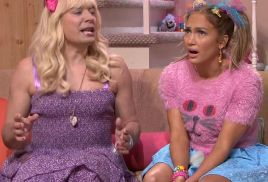 Sara (Jimmy Fallon) y su amiga Gabby (JLo) se pasan la tarde en el sótano repasando las cosas que les dan asco.
