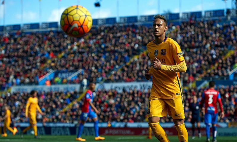 Aunque Neymar no quiere salir del Barcelona, ser el futbolista mejor pagado del mundo suena tentador.