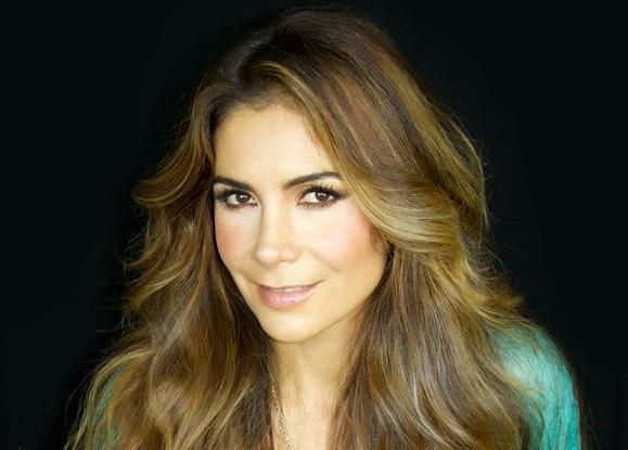 Patricia Manterola se puso tan candente como Aracely Arámbula con su tanguita verde