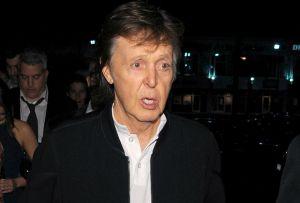 ¡El mundo al revés! El rapero Tyga veta a Paul McCartney en una fiesta post-Grammy