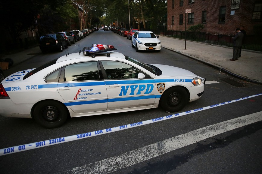 Encuentran un hombre baleado en un vehículo en Chelsea